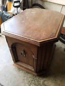 Good End table or nightstand