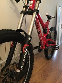 Commencal supreme dh mtb size m with extras