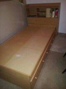 Mate's Platform Storage Bed with 3 Drawers