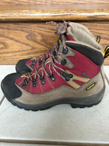 Women hiking boots size 6 1/2