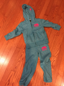 Roots Sweatsuit Size 4T LIKE NEW condition