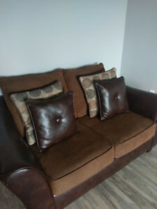 Couch for sale! great condition! London Ontario image 1