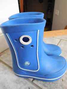 Crocs blue boots Size 10-11 Toddler
