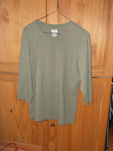 SIZE XL-Ladies New B.U.M. Equipment Top