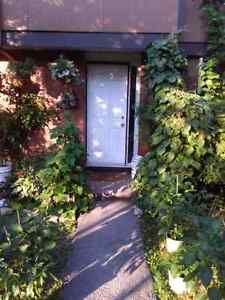 ROOM FOR RENT IN NEPEAN! $250 FIRST MONTHS RENT. SEPTEMBER 1ST!!