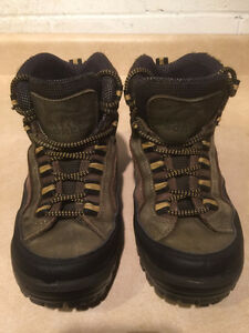 Women's Sorel Rock-Hi Sage Hiking Boots Size 8 London Ontario image 2