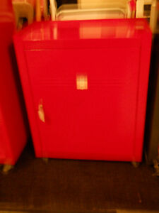 Tool cabinet  in 1 shelf in excellent condition by Mastercraft