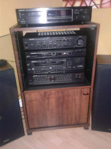 Kenwood stereo with turn table