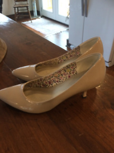 Guess womens size 7 shoes