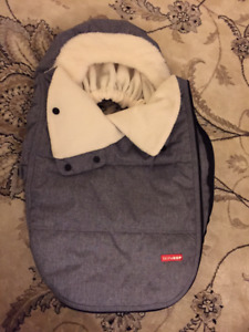 Skip Hop stroll and go car seat cover in heather gray