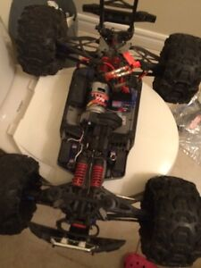 TRAXXAS SUMMIT WITH CHARGERS Kitchener / Waterloo Kitchener Area image 2