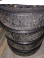 pneux d'hivers sur rims 15 pouces