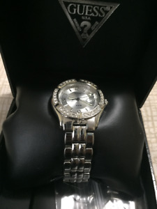SELLING MINT SILVER LADIES GUESS WATCH (CHEAP!!)
