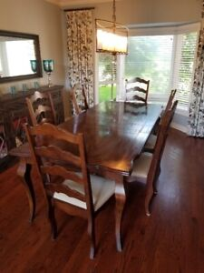 DINNING ROOM SET 6 chairs and TABLE