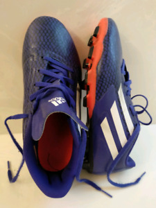 SOCCER CLEATS LIKE NEW FOR SALE