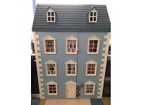 Wooden dolls house - unfurnished - stunning