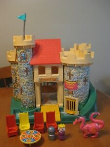 VINTAGE FISHER PRICE LITTLE PEOPLE CASTLE WITH DRAGON