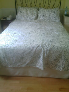 King Sized Duvet Cover and 2 Pillow Cases