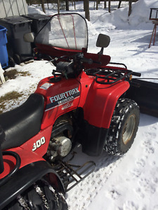 Honda Fourtrax 300 2RM VTT avec pelle à neige