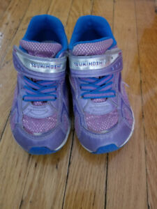Girl running shoes - size 9