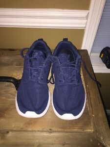 Nike Roshes. Navy blue size 8 in men's