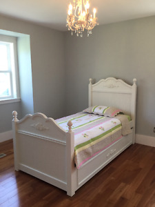 Girl's trundle bed with Simmons mattress