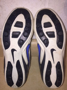 Youth Nike Outdoor Soccer Cleats Size 2 London Ontario image 3