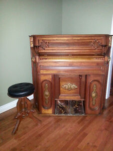 Antique Pump Organ (Shoninger) from the 1800's