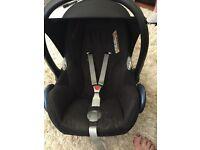 Maxi cosi car seat and easy base 2