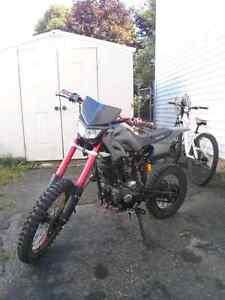 Great 200cc 5speed dirt bike with fox rampage helmet