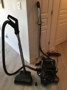 Rainbow SE Vacuum Cleaner - Filters with water no more allergies