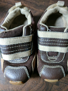 PediPeds Brown Velcro Runners, Size 23 (fits 12-18 months)