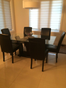 6 Black leather chairs from Mobilia