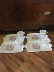 FOUR VINTAGE 1950 SANDWICH/COOKIE/CAKE PLATES WITH TEA CUPS.
