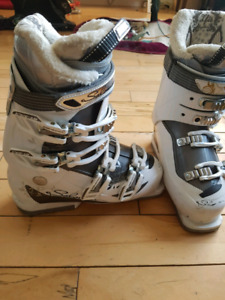 Woman's size 6 to 6.5 ski boot