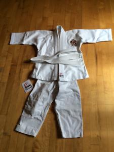 Habits de judo pour enfant, 3 à 5 ans, COMME NEUF !