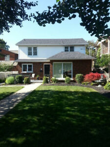**Bright & Spacious 1 Bedroom Basement Unit In St Catharines!!**