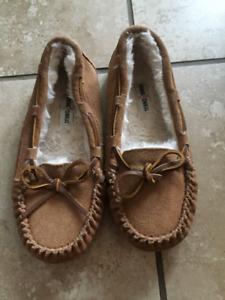 Girls size 3 Minnetonka moccasin slippers