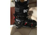 Hardly used Saloman Ski boots