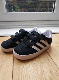 Boys Adidas trainer's