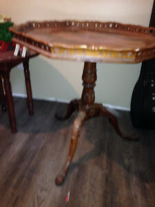 Mahogany pie crust table