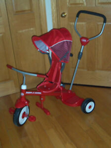 Tricycle poussette radio flyers valeur 159,99$
