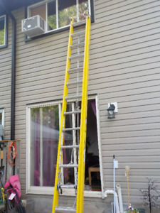 28' Fibreglass extension ladder. Grade 1AA, rated for 375 lbs.