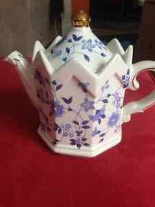 China Tea Pot (Windsor) Kingston Kingston Area image 1