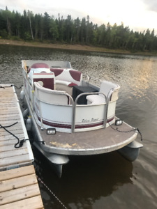 """17'6"""" Pontoon for Sale with Classic 50 (45HP) Mercury Outboard"""