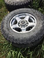 """35"""" Duratracs on 18"""" Vtec rims For Ford Superduty"""