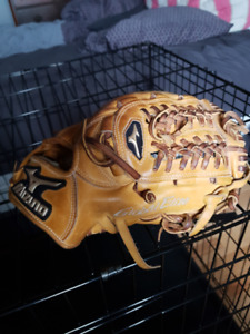 Mizuno Global Elite Baseball Glove. 11 3/4""