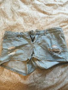 Forever 21 never been worn sexy jean shorts!