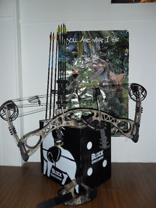 2014 Hoyt charger archery bow with accessories