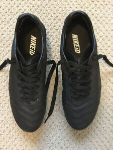 Nike Tiempo soccer cleats size men's 11.5, mint condition